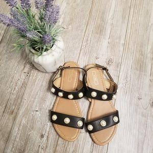♻️ Black and pearl flat sandals- cute!!